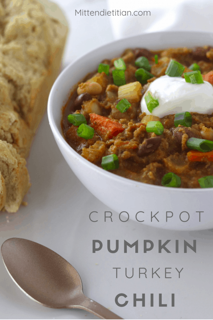 This is the BEST healthy chili recipe. This crockpot pumpkin turkey chili is so easy and packed with veggies! It's pretty low calorie compared to other recipes, too. #chili #lowcal #lowcalorie #pumpkinchili #pumpkin