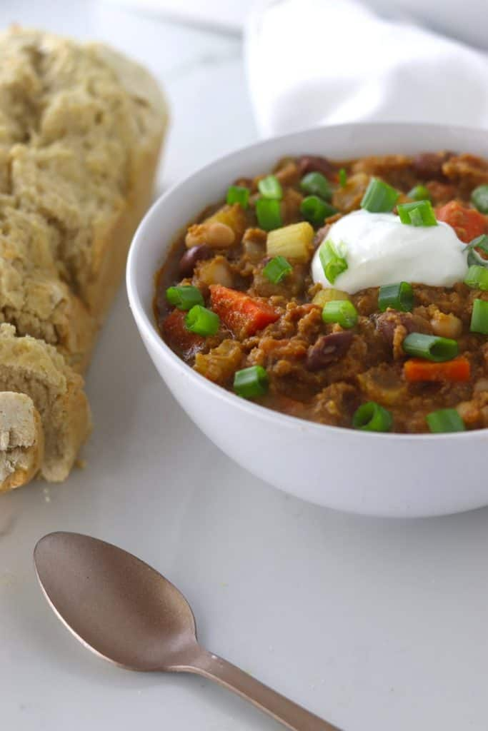 Crockpot Pumpkin turkey chili with beer bread
