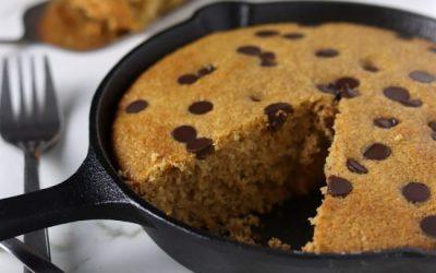 Low-Sugar Dark Chocolate Chip Cookie Cake Skillet