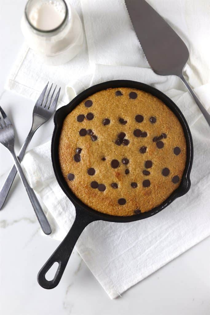 low sugar dark chocolate cookie cake skillet