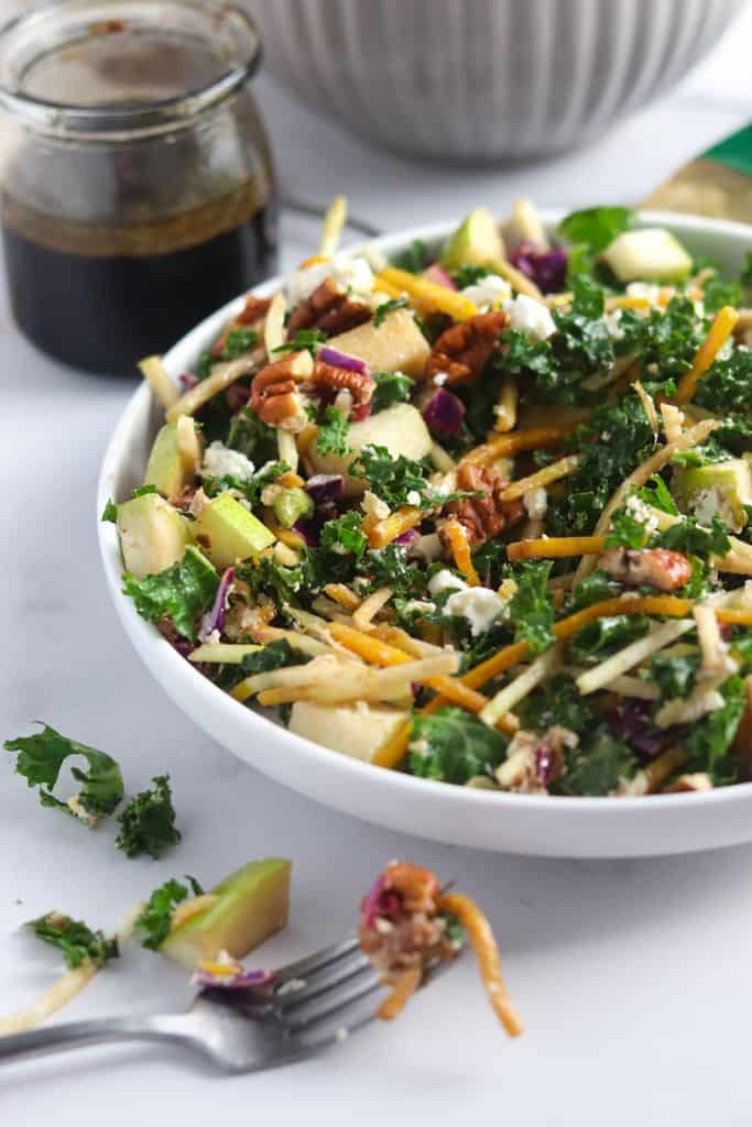 Goat cheese, pear & kale salad