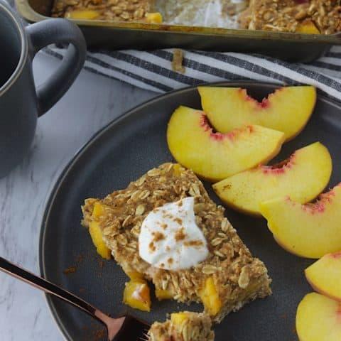 Cinnamon Peach Baked Oatmeal