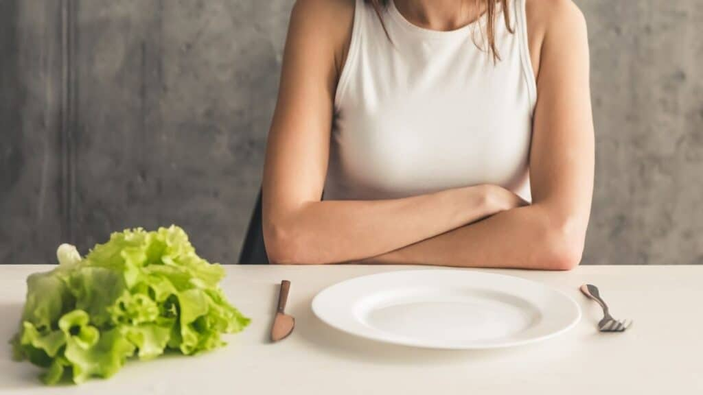 empty plate and lettuce