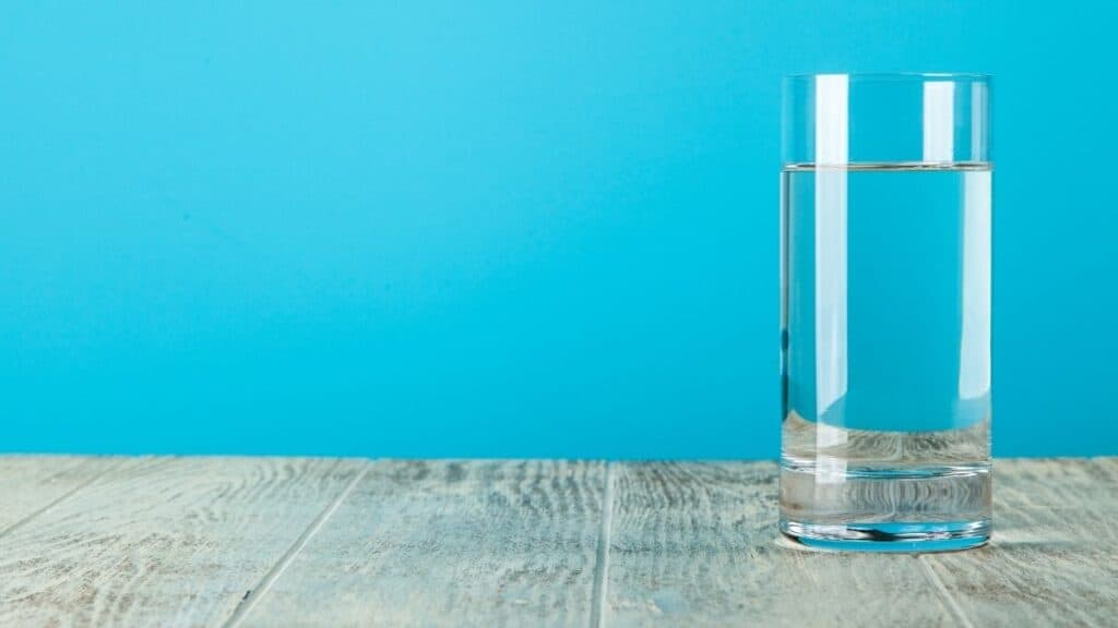 glass of water against dry fasting