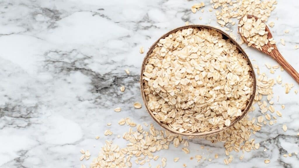 rolled oats VS quick oats on counter