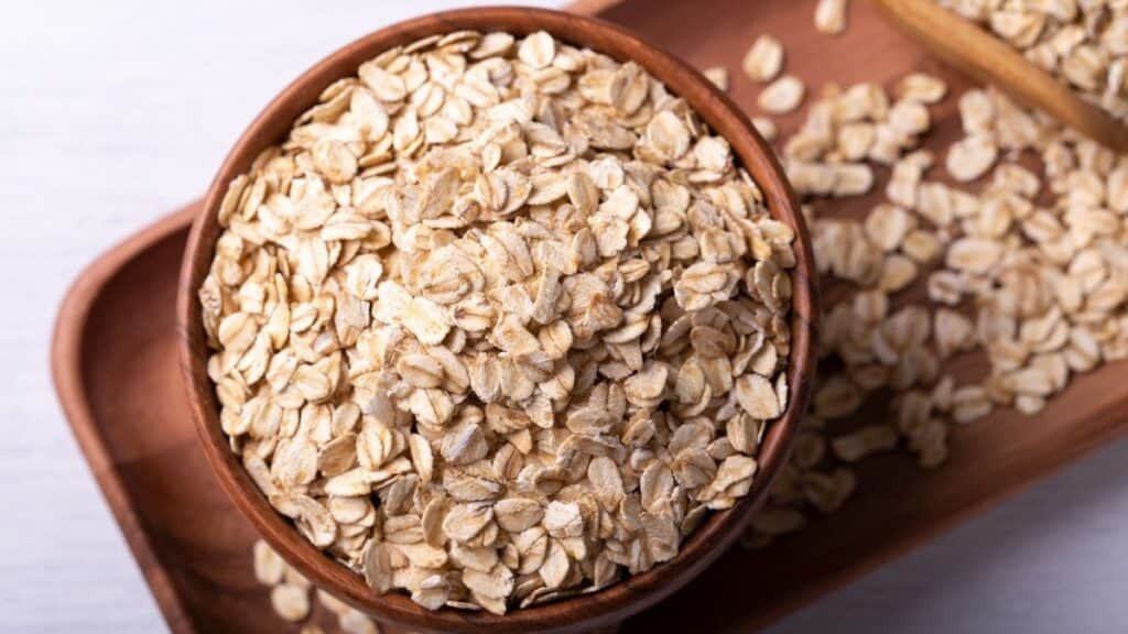 rolled oats in bowl