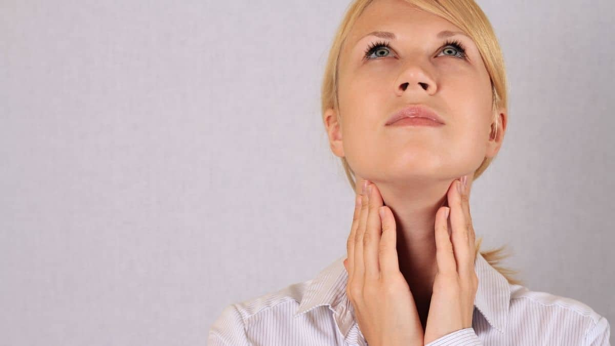 thyroid hormone imbalance woman.