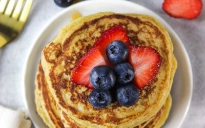 10 minute pancakes packed with protein